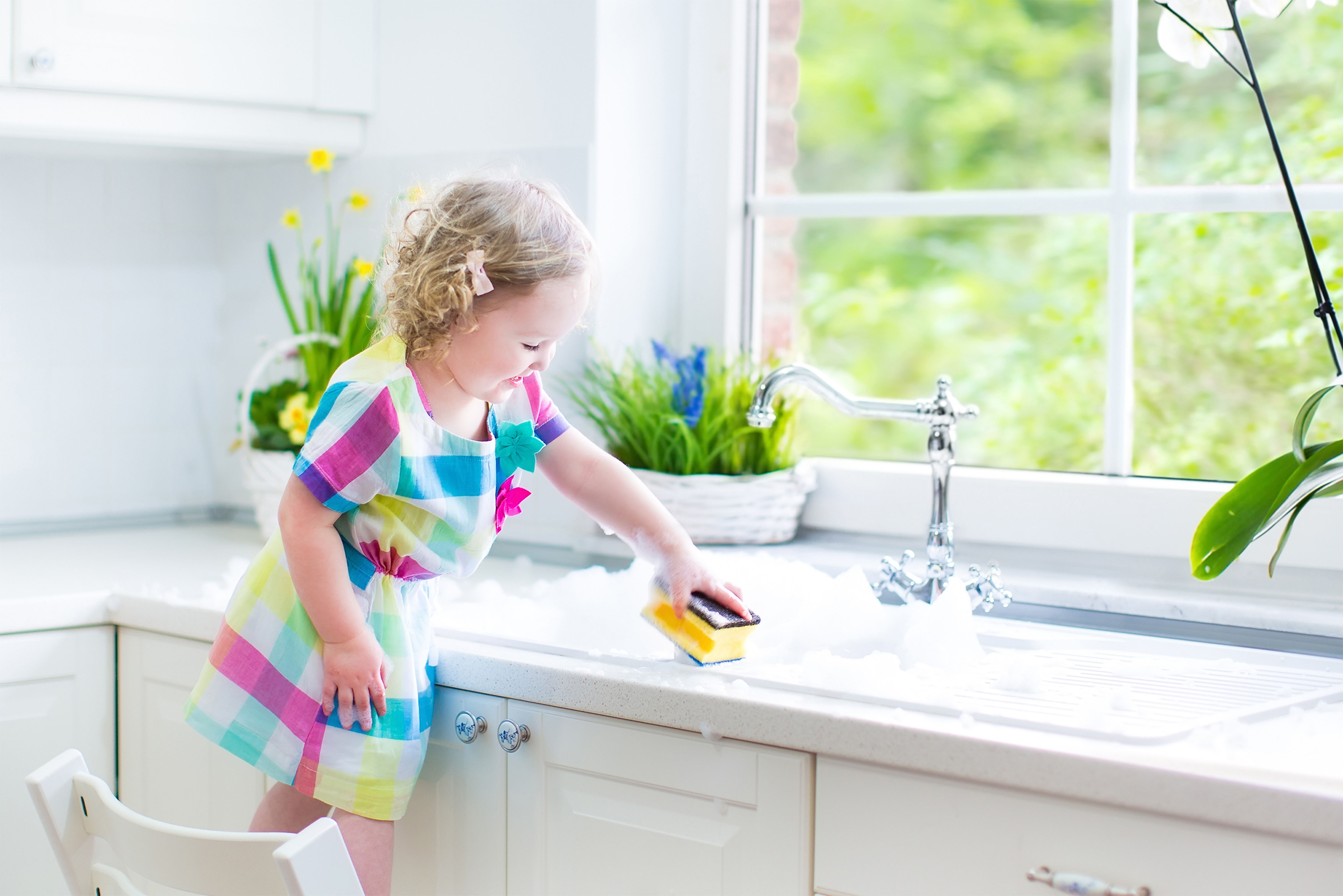 Cleaning the kitchen sink naturally
